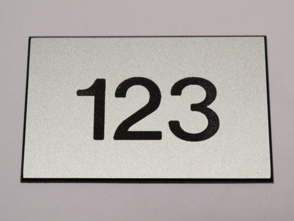 Kamernummer kunststof zilver